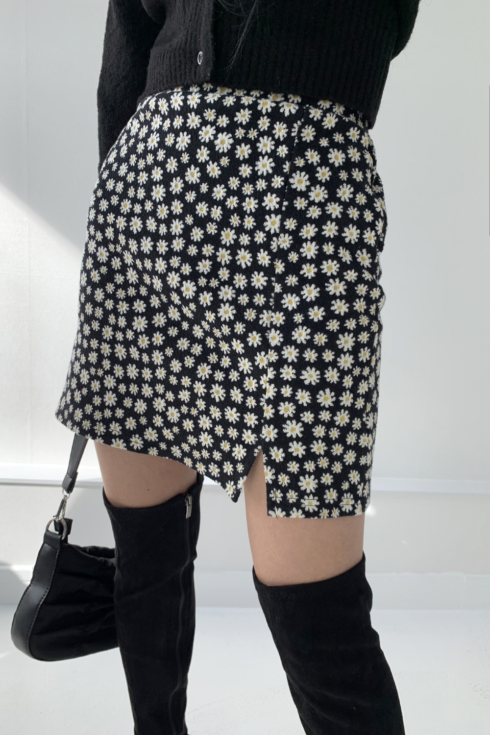 daisy mini skirts (black)